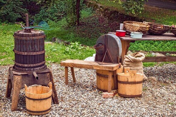 Apple crushing and pressing workshop